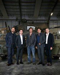 """<p>Актеры фильма """"Ярость"""" (премьера - 30 октября) Брэд Питт, Логан Лерман, Джон Бернтал и режиссер Дэвид Эйр посетили Британский музей танков.</p>"""
