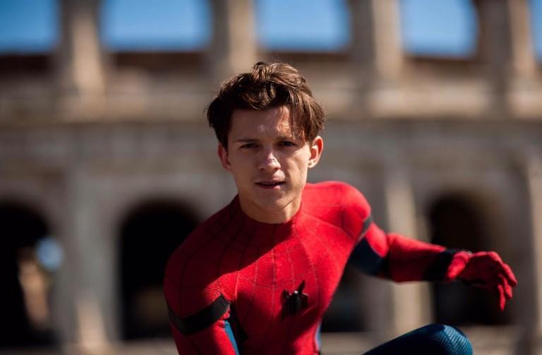 Том Холланд в образе Человека-паука