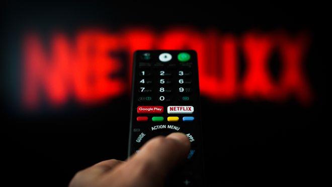 У Netflix сократился контент и число подписчиков