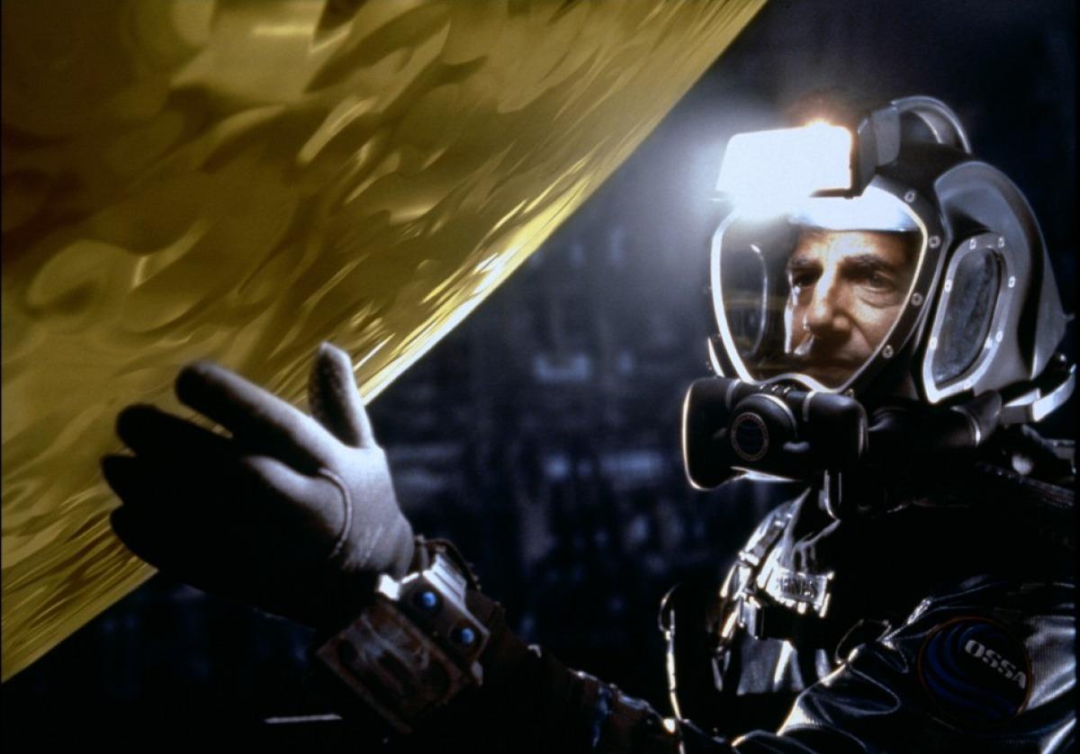 """Кадр из фильма """"Сфера"""" 1998"""