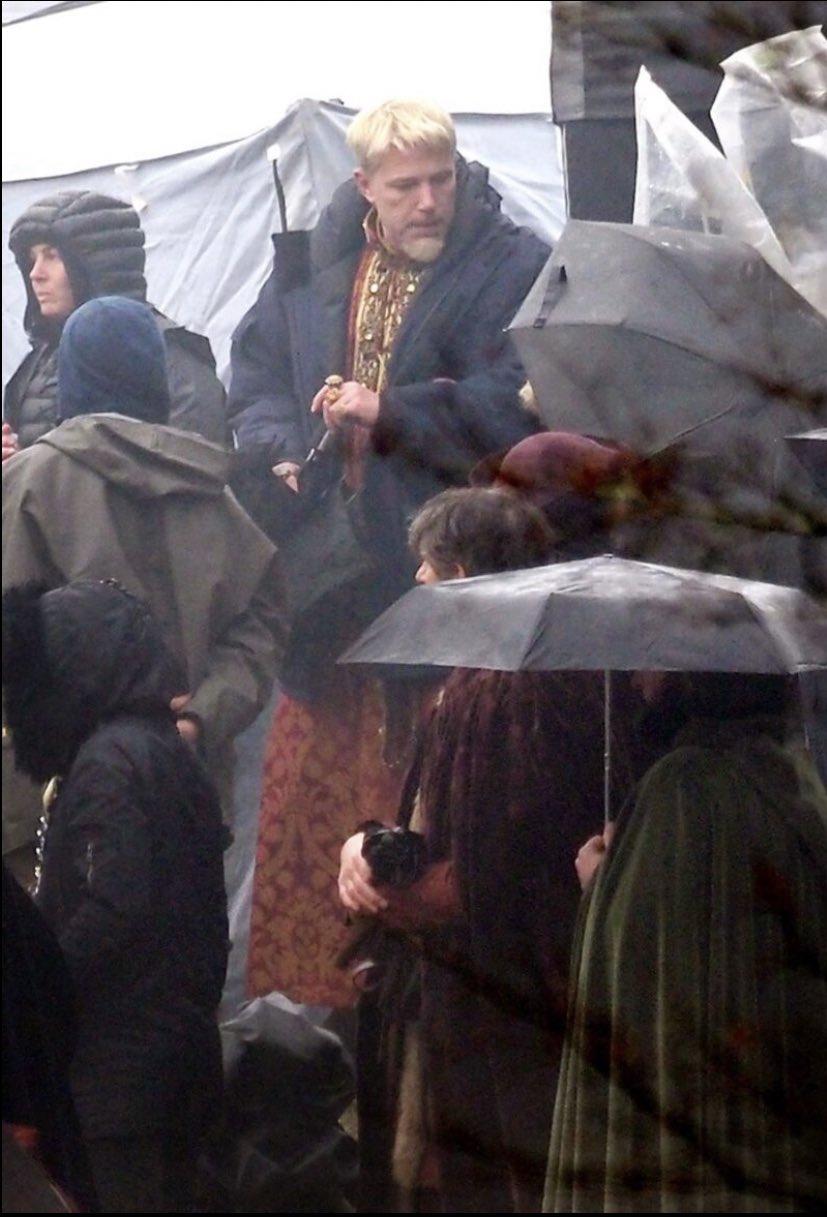 Нео и Тринити снова вместе: свежие фото со съемок «Матрицы 4»